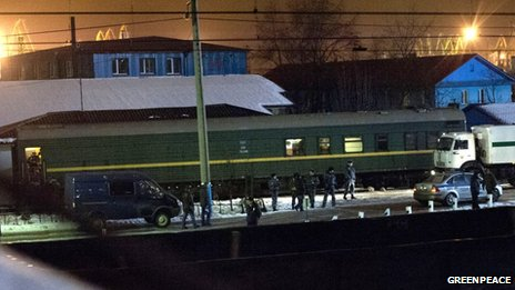 Russian prison van at the Murmansk train station. Greenpeace photo.