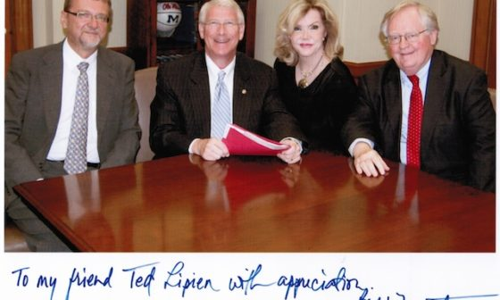 Senator Roger Wicker with former BBG Governors Blanquita Cullum and Victor Ashe and CUSIB Director Ted Lipien