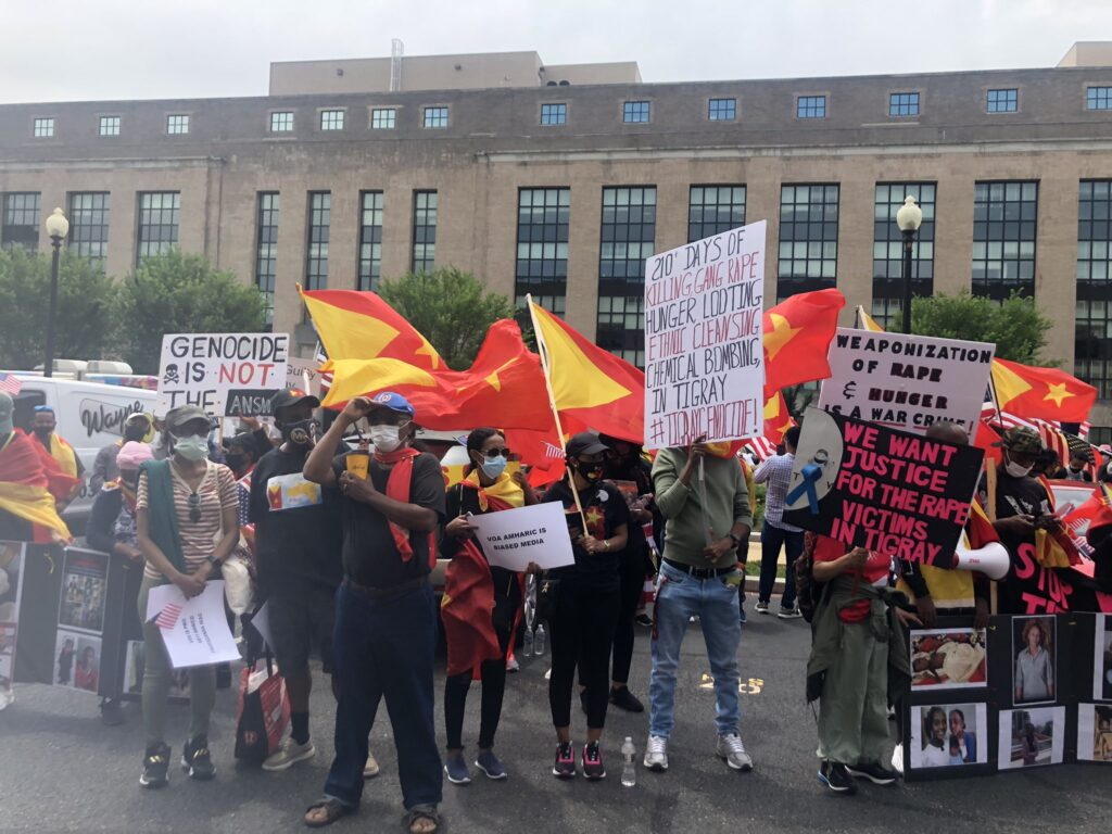 Washingtonian Tegaru protesting in front of the VOA building in DC demanding they cover #TigrayGenocide. The photo was posted on Twitter on June 2, 2021 by Rahel Tigraweyti (ሃገረ ዓባይ ትግራይ) @RYifter.